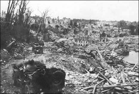 Quelle est cette ville de Basse-Normandie qui a été détruite presque complètement ?