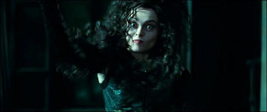 Sur qui Bellatrix va-t-elle lancer un poignard ?