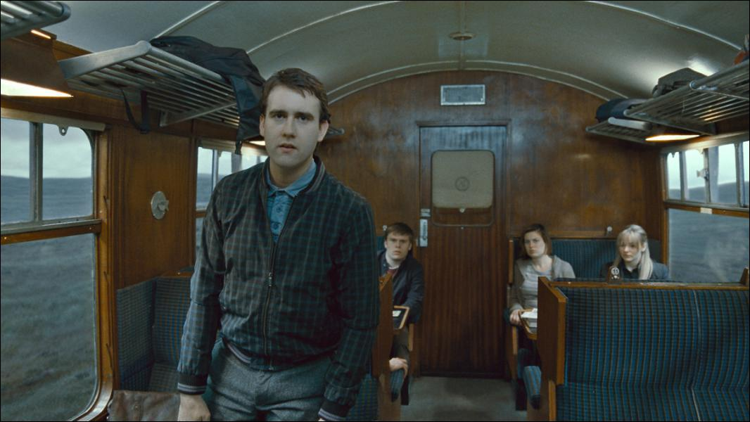 Que dit Neville à un groupe de mangemorts dans le train ?
