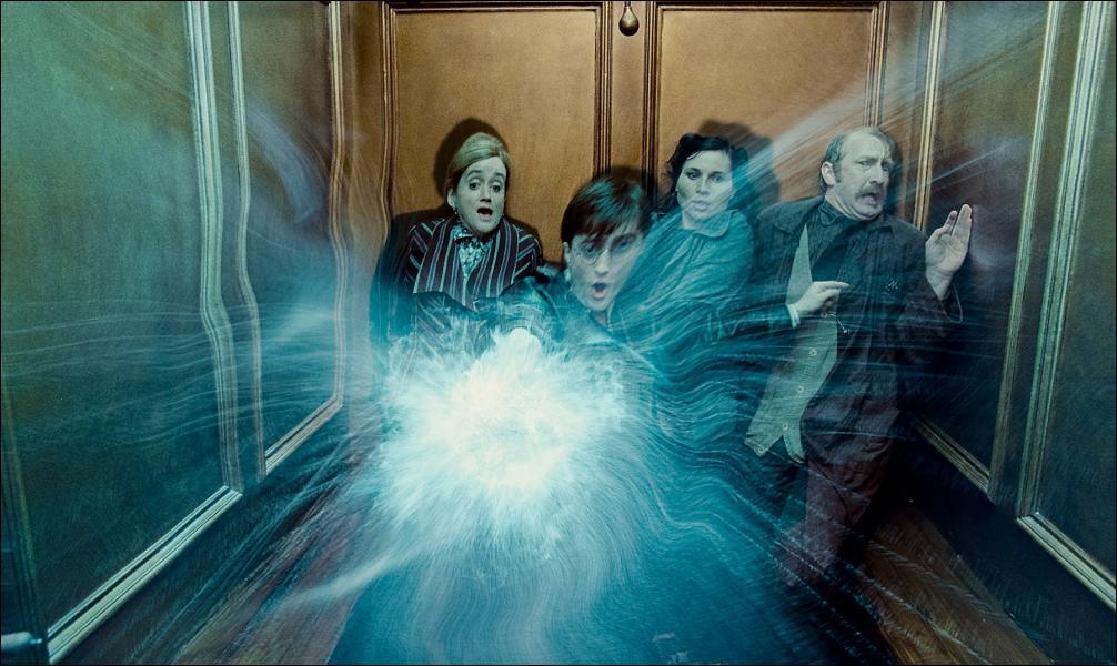 Dans cet ascenseur, Ron et Hermione sont-ils présents ?