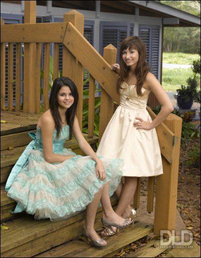 Dans le film 'Princess Protection Program', où elle joue avec Demi Lovato, quel est son rôle ?