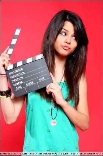 Dans 'Hannah Montana', quel rôle joue Selena ?