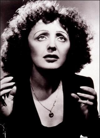 Qui est cette chanteuse française de music-hall et de variétés, considérée comme l'archétype de la chanteuse française, et sans doute la plus connue dans l'histoire en France comme à l'étrange