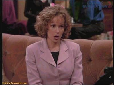 Après avoir dancé avec Patrick Swayze, elle devient Mindy demoiselle d'honneur de Rachel qui épousera finalement le fiancé. Quel est son nom ?