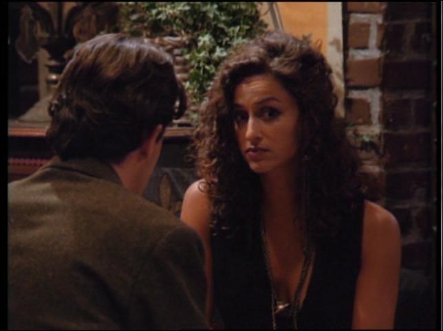 Avant d'être une experte, la belle Aurora a fait tourner la tête de Chandler. Qui est-elle ?