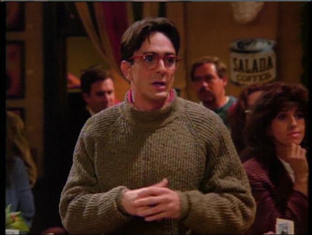 Il a joué dans Pretty Woman, Godzilla, La nuit au musée 2 et il est aussi une voix originale des Simpson. Il joue ici le scientitique amoureux de Phoebe. Qui est-ce ?