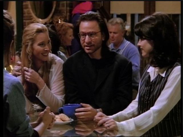 Assistant dans Short Circuit et dinosaure 'évolué' dans Super Mario Bros, il joue ici le petit ami psychanalyste de Phoebe. Comment s'appelle-t-il ?