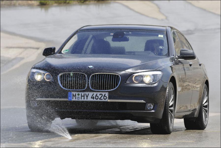 Il s'agit d'une BMW :