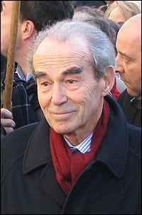 Lui c'est Robert Badinter, l'avocat et ministre qui fit abolir la peine de mort en :