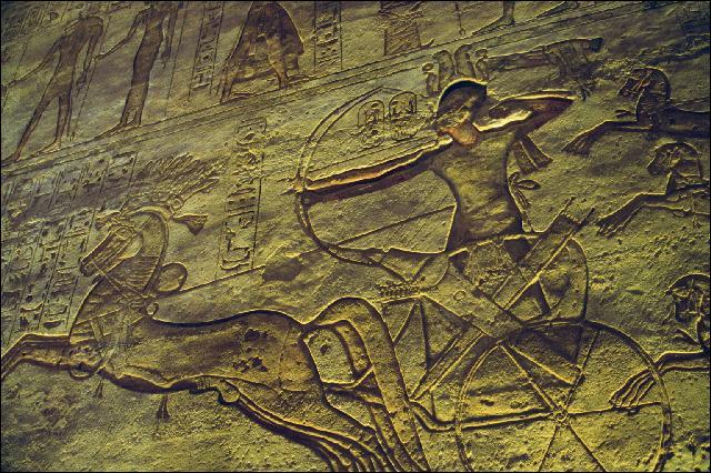 Quel pharaon s'est battu contre les Hittites à Qadesh en 1285 av. J.-C. ?