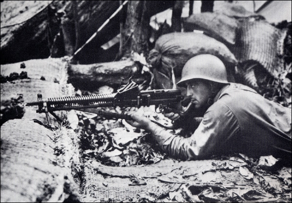 Août 42, victoire américaine sur les Japonais à Guadalcanal qui se trouve plutôt vers...