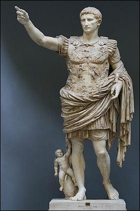 31 av. J.-C., Octave vainc Marc-Antoine qui s'enfuit sur une galère en compagnie de...