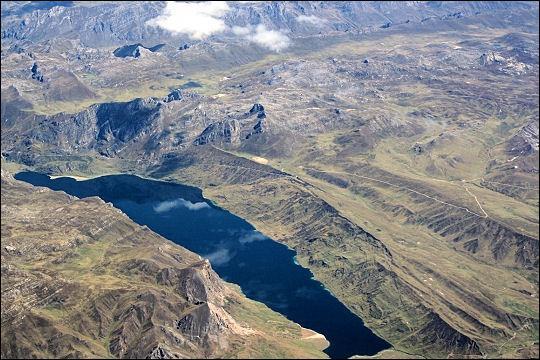 Quelle est cette chaîne de montagne où les Incas établirent leur empire ?