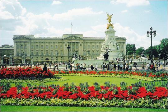 Célèbre palais anglais, le Buckingham Palace se trouve à