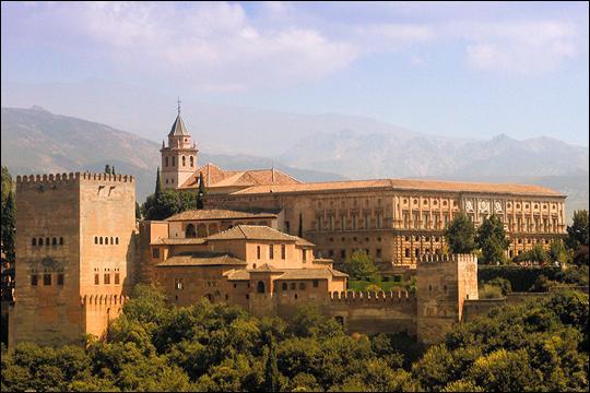 Classé patrimoine mondial par l'Unesco depuis 1984, le palais d'Elhambra avec ses somptueux jardins se trouve