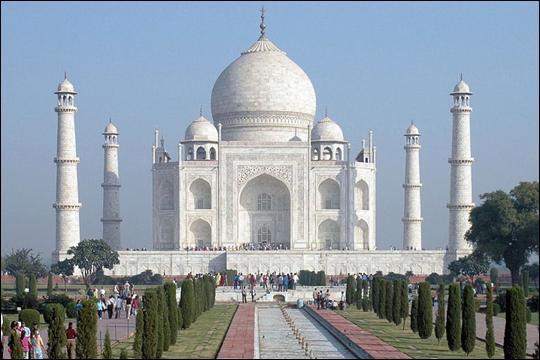 Le Taj Mahal, symbole de l'Inde à travers le monde, construit par l'Empereur Moghol en hommage à sa femme est en réalité