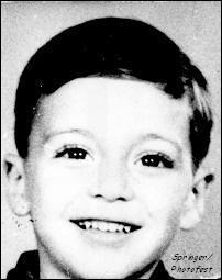 Qui est ce petit garçon souriant ?