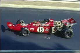 Qui est le constructeur de cette voiture de 1971 ?