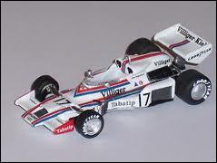Qui est le constructeur de cette voiture de 1977 ?