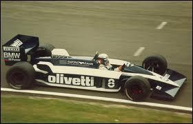 Qui est le constructeur de cette voiture de 1986 ?