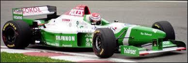 Qui est le constructeur de cette voiture de 1996 ?