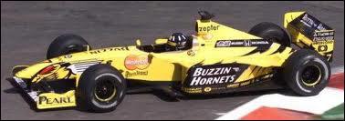 Qui est le constructeur de cette voiture de 1999 ?