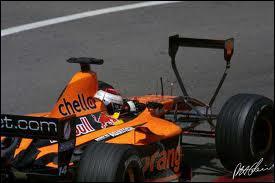 Qui est le constructeur de cette voiture de 2001 ?