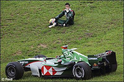 Qui est le constructeur de cette voiture de 2004 ?