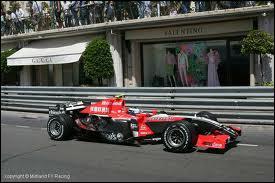 Qui est le constructeur de cette voiture de 2006 ?