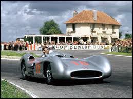 Qui est le constructeur de cette voiture de 1954 ?
