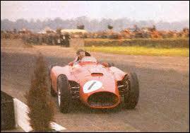 Qui est le constructeur de cette voiture de 1956 ?