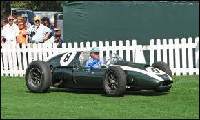 Qui est le constructeur de cette voiture de 1959 ?