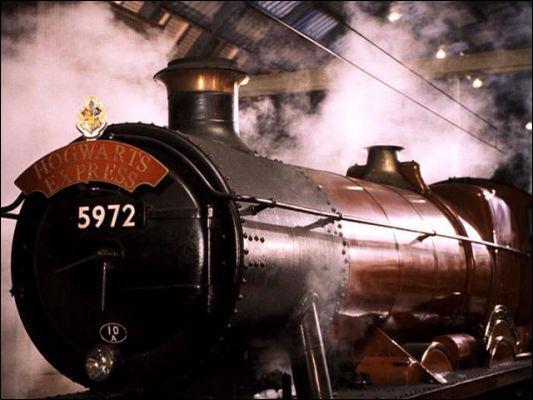 Où se trouve le train de Poudlard ?