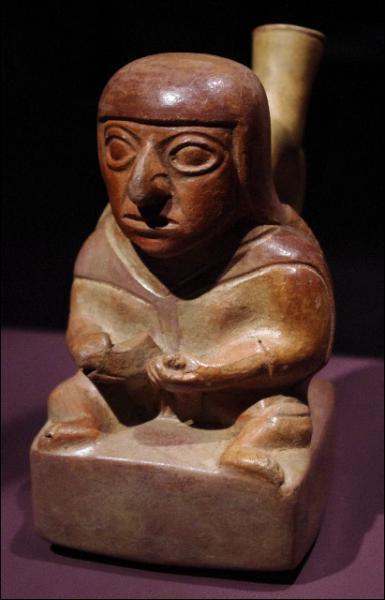 Cette statue figurant explicitement un acte sexuel (solitaire) nous vient d'une civilisation de la côte Nord du Pérou aujourd'hui disparue. Laquelle ?