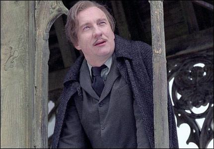 Quelle est la particularité de Remus Lupin, professeur de défense contre les forces du Mal ?