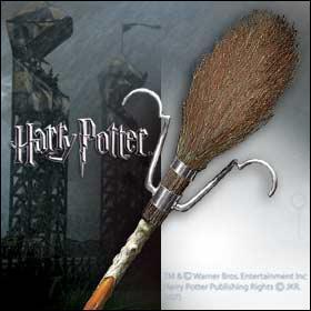 Harry reçoit un nouveau balai, qui n'est autre que le fameux :