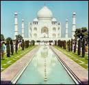 Où se trouve le merveilleux et mythique palais du Taj Mahal ?