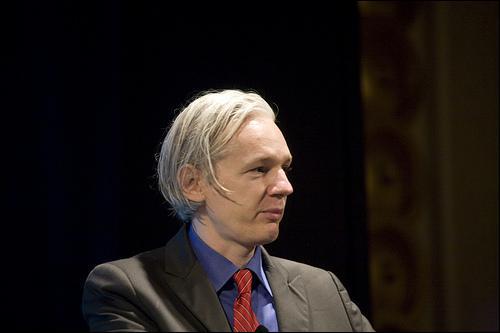De quoi est accusé Julian Assange, le cofondateur du site Internet Wikileaks, en Suède ?