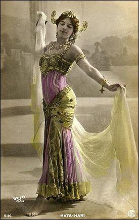 Mata Hari fut exécutée en 1917 car...