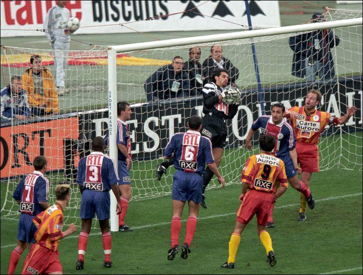 La même année, Sikora et les siens arrivent en finale de la Coupe de France, mais doivent s'incliner au Stade de France face…
