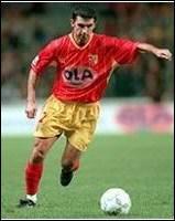 Sikora est alors l'un des meilleurs joueurs français à son poste. Non sélectionné pour le Mondial 1998, il attire cependant l'attention d'une grosse écurie anglaise…