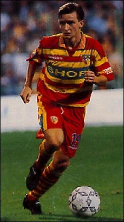 La bonne tenue des lensois leur permet de retrouver la coupe UEFA en 1995-1996. Le Slavia Prague les y élimine, mais ce match permet le recrutement d'un des joueurs du club tchèque….