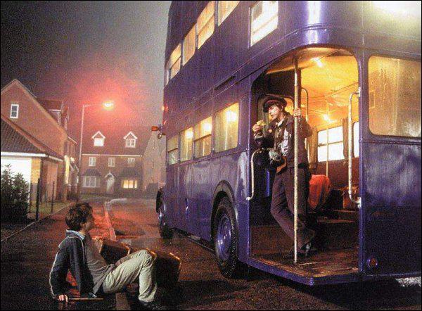 Avec quel moyen de transport Harry Potter se sauve-t-il de la maison des Dursley ?