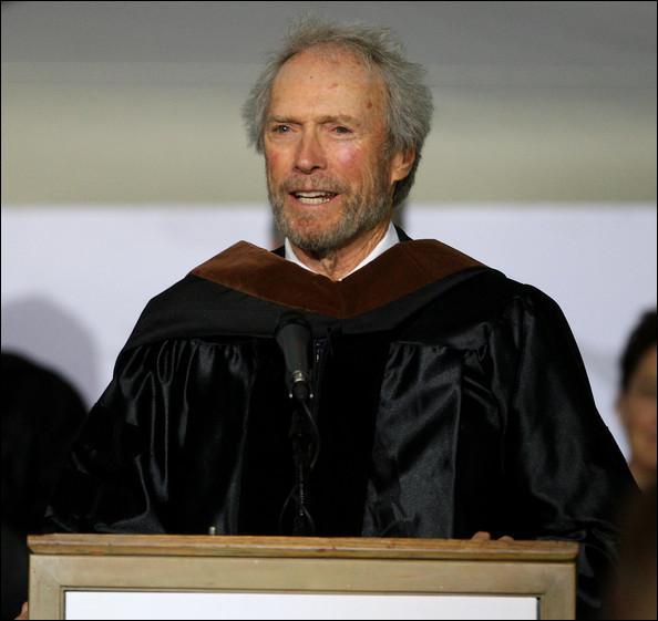 Laquelle de ces fonctions politiques Clint Eastwood a-t-il occupé ?