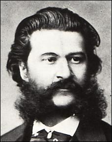 Quel type de musiques dansantes les membres de la famille Strauss (père et fils) ont-ils composé le plus souvent ?