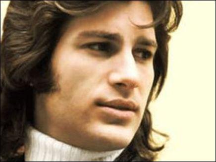 Ce chanteur célèbre en France dans les années 70, est-il mort à 27 ans ?