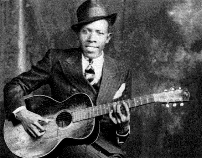 La légende raconte qu'il aurait fait un pacte avec le diable pour obtenir sa virtuosité à la guitare. Ce chanteur de blues est-il mort à 27 ans ?