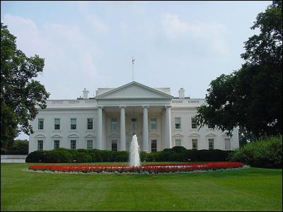 Dans quelle ville des États-Unis la Maison Blanche a-t-elle pignon sur rue ?