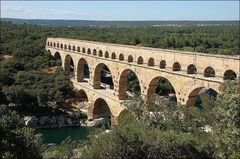 Le pont du Gard est un...
