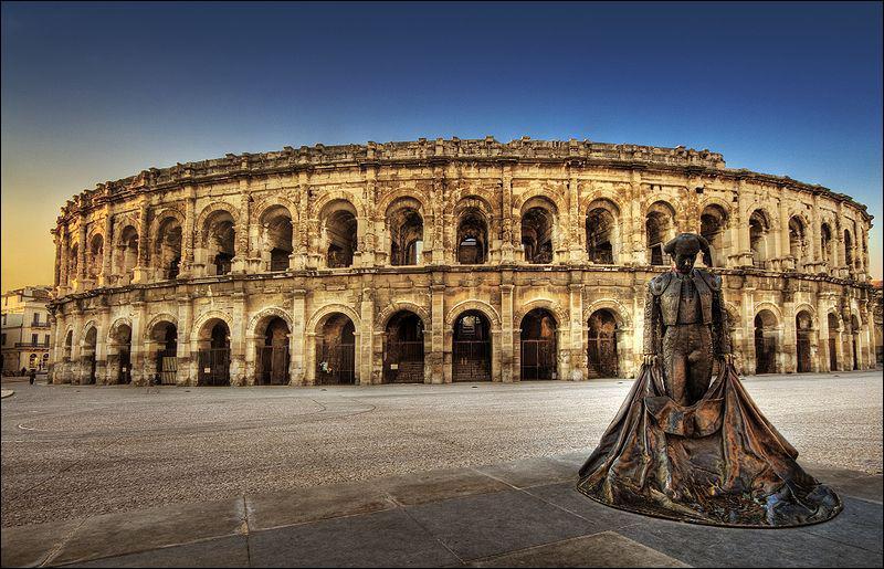 Durant quel siècle ont été construites les arènes de Nîmes ?